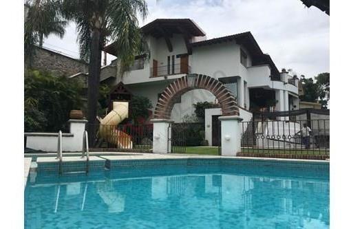 Casa En Venta, Cuernavaca Morelos, En Fraccionamiento Con Vigilancia