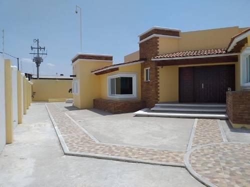 Casa En Venta En Fracc. Las Trojes