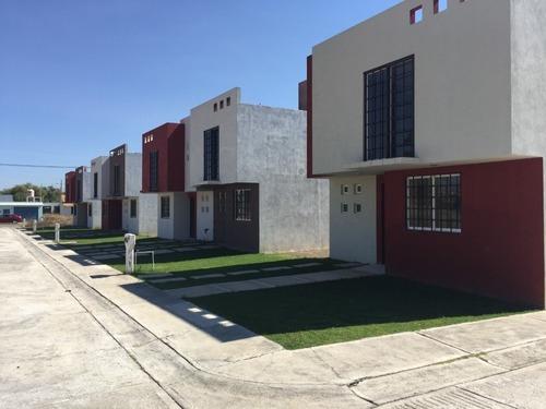 Casa En Fraccionamiento Benedicto Lopez