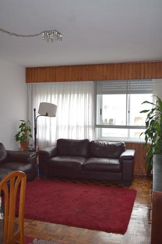 Con Vista Al Mar En Malvin Muy Buen Apartamento.