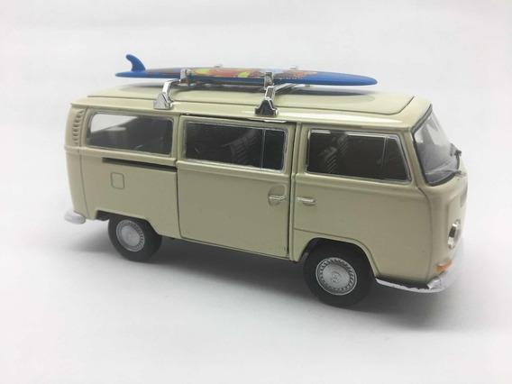 Miniatura Kombi Com Prancha 1972 Branca