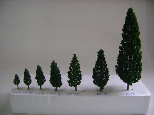 Imagen 1 de 6 de Nico 10 Pinos De 6,8 Cms Alto Plastico Y Esponja H0 (arv 42)