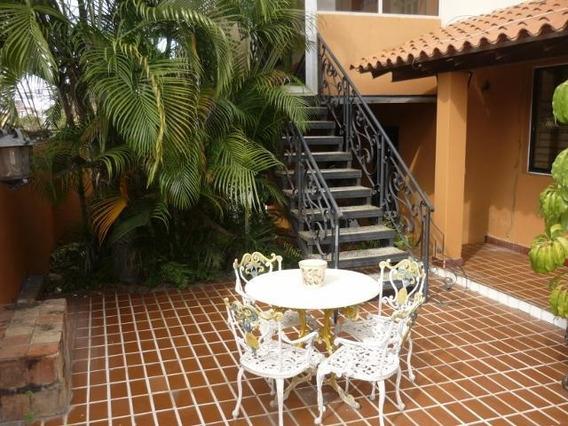Casa En Venta En Santa Elena Barquisimeto 20-132 Mf