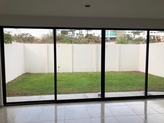 Residencia En Lomas De Juriquilla, Gran Jardín, Roof Garden, 3 Recamaras, Estudi