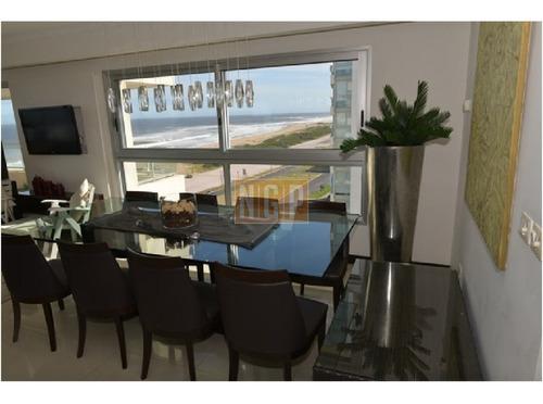 Apartamento En Brava, 3 Dormitorios - Ref: 10113