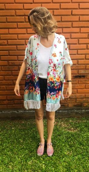 Kimono Florido Barrado Com Recorte Lateral E Franja