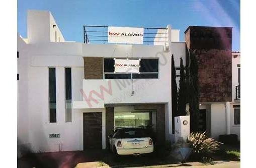 Casa En Venta, Con Roof Garden, 3 Habitaciones Y Sala Tv, Fracc. El Refugio, Queretaro, Qro.