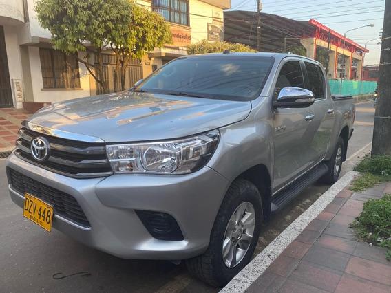 Toyota Hikux 2.4 Diesel Mt