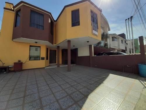 Hermosa Casa Dentro De Circuito Residencial