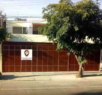 Renta Bonita Casa Con Excelente Ubicación En Residencial Victoria En Guadalajara