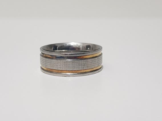 Anel Inox Com Detalhe Quadriculado E Filetes Banhados A Ouro