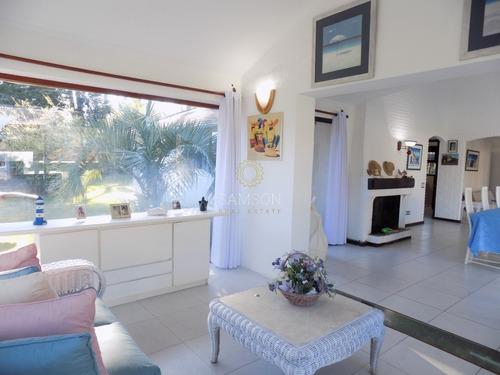 Muy Linda Casa En Alquiler, Punta Del Este- Ref: 59011