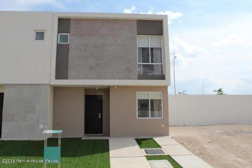Casa En Renta En Zakia, El Marques, Rah-mx-20-55