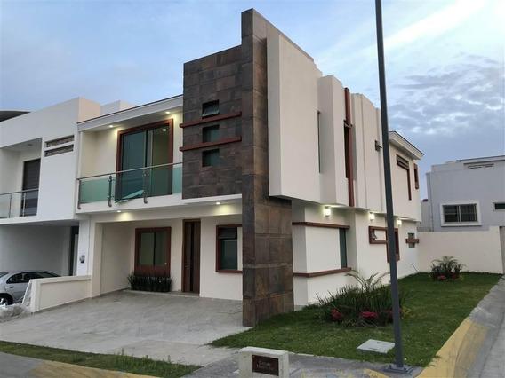 Casa 10-j En Esquina En La Cima, Linea 3 Del Tren Ligero
