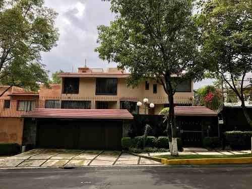 Excelente Residencia Con Jardín Grande