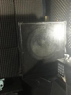 Remato Caja Y Parlante Rcf Sublow 1.000 W