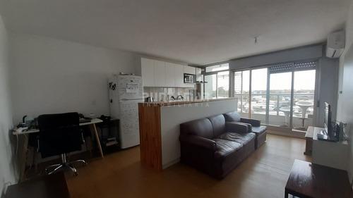 Alquiler De Apartamento De Un Dormitorio En Malvín, Piso Alto Muy Soleado- Ref: 212292