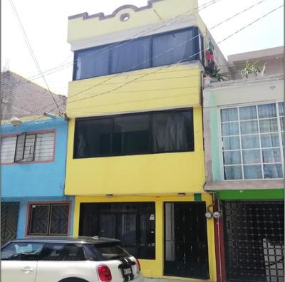 Casa De 4 Recamaras 1/2, Dentro De Cerrada Con Áreas Verdes