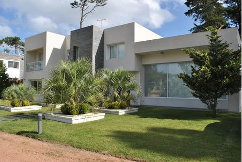 Casa En Venta Y Alquiler Temporal De 4 Dormitorios En Playa Mansa