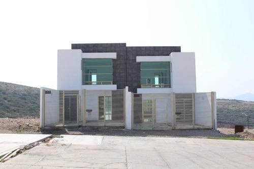 Casa Con Terreno Excedente,enorme Terraza Y Jardín 3 Habit.