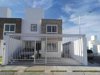 Casa En Villas De La Carambada, 3 Recamaras, 2.5 Baños..