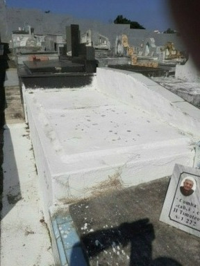 Imagem 1 de 3 de Jazigo Perpétuo Para Duas Pessoas No Cemitério Do Cacuia