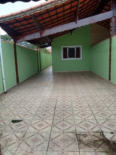 Imagem 1 de 13 de Casa Em Mongaguá Com Amplo Quintal  Nos Fundos! Ref.: 8717 E