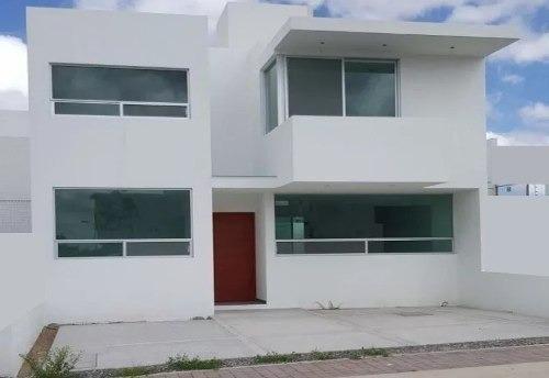 Se Vende Hermosa Casa En El Mirador De 3 Amplias Recámaras,