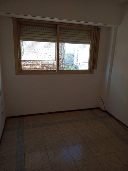 Departamento Dos Dormitorios Alquiler. Barrio Martin. Semiamoblado
