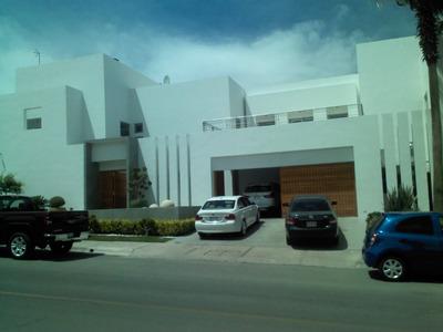 Casa Super Moderna Con Vista Al Campo De Golf, Fraccionamiento Exclusivo.