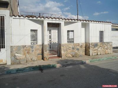Casas En Venta 18-41110 Santa Rita Maracay Eileen Castillo