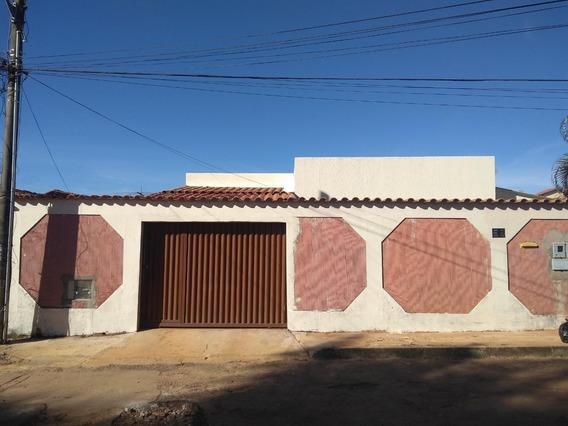 Casa Em Sobradinho, Qms 25, Com 03 Quartos E Sala Ampla