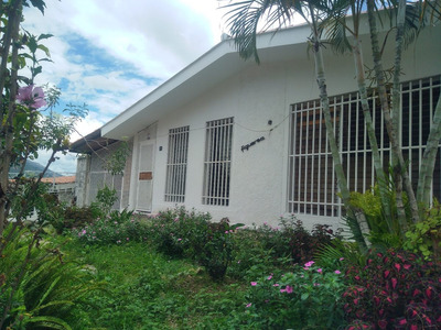 Casas En Venta, Av. Andrés Bello, Mérida
