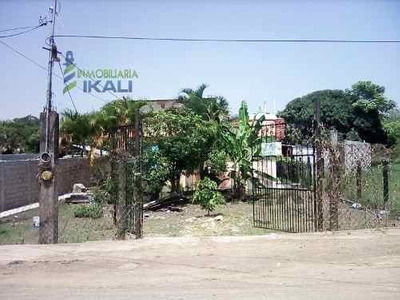 Se Vende Casa Con Amplio Terreno Colonia Alto Lucero Tuxpan Veracruz. Casa De Una Planta Con La Siguientes Características Estacionamiento Destechado Para 5 Vehículos, Jardin, Sala Comedor, Cocina In