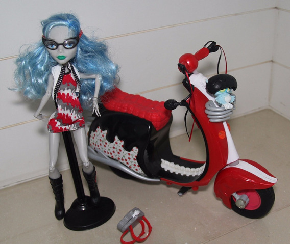 Monster High - Ghoulia Yelps Com Moto Scooter