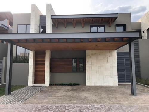 Casa En Venta En Altozano, Queretaro, Rah-mx-20-2390