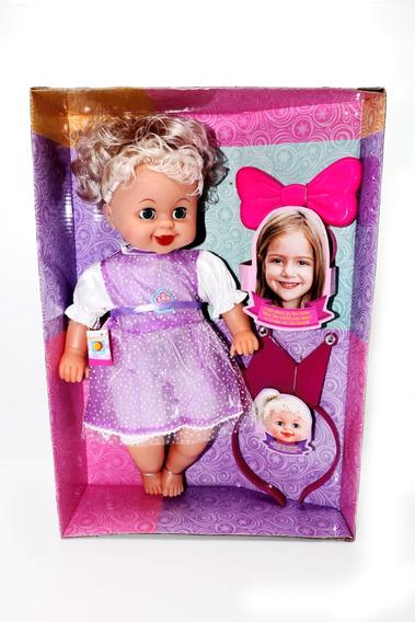 Muñeca Con Vestido Que Brilla En La Luz Miranda
