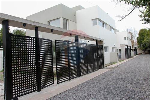 Duplex De 3 Dormitorios En City Bell