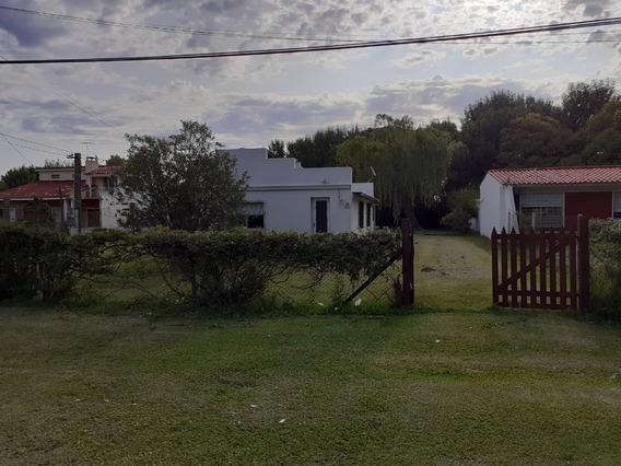Casa De 2 Cuartos Y Amplio Terreno
