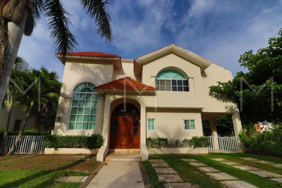 Casa En Venta / Renta Isla Dorada Cancun