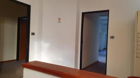 Oficina En Alquiler En Liniers 30 Mts Por Escalera