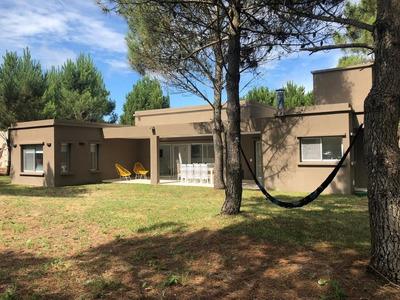 Casa De 4 Dormitorios La Herradura - Pinamar