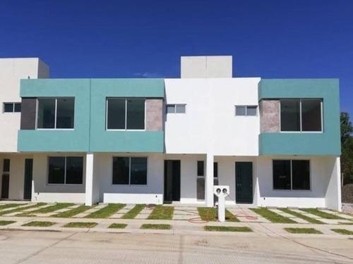 Imagen 1 de 12 de Casa Sola En Venta San Lorenzo Itzicuaro