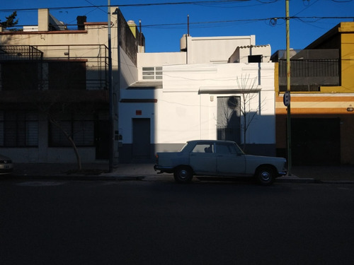Imagen 1 de 10 de Casa En Alquiler Para Uso Profesional O Comercial.