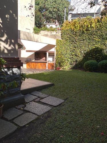 Residencia De Gran Categoría Con Fondo Y Parrillero A Pasos De La Rambla