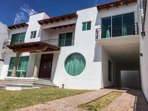 Amplia Casa En Vista Hermosa, 6 Habitaciones, 3 Con Baño Y Terrazas.