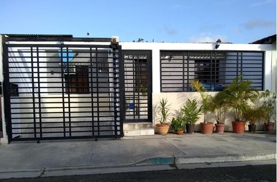 Consolitex Vende Casa En Guacara Q1186 Sector Lago Jardín.