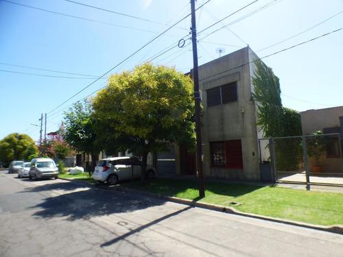 Casa En La Plata Calle 135 E/ 63 Y 64 - Dacal Bienes Raices