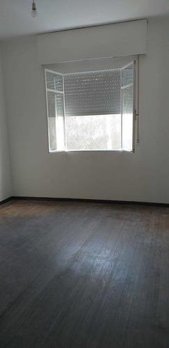 Apartamento En Parque Batlle, Frente Al Clínicas 1 Dorm. Lum