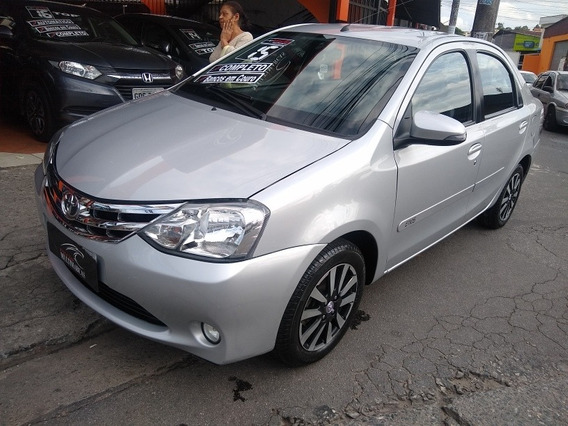 Toyota Etios Sedán Platinum Sedã 1.5
